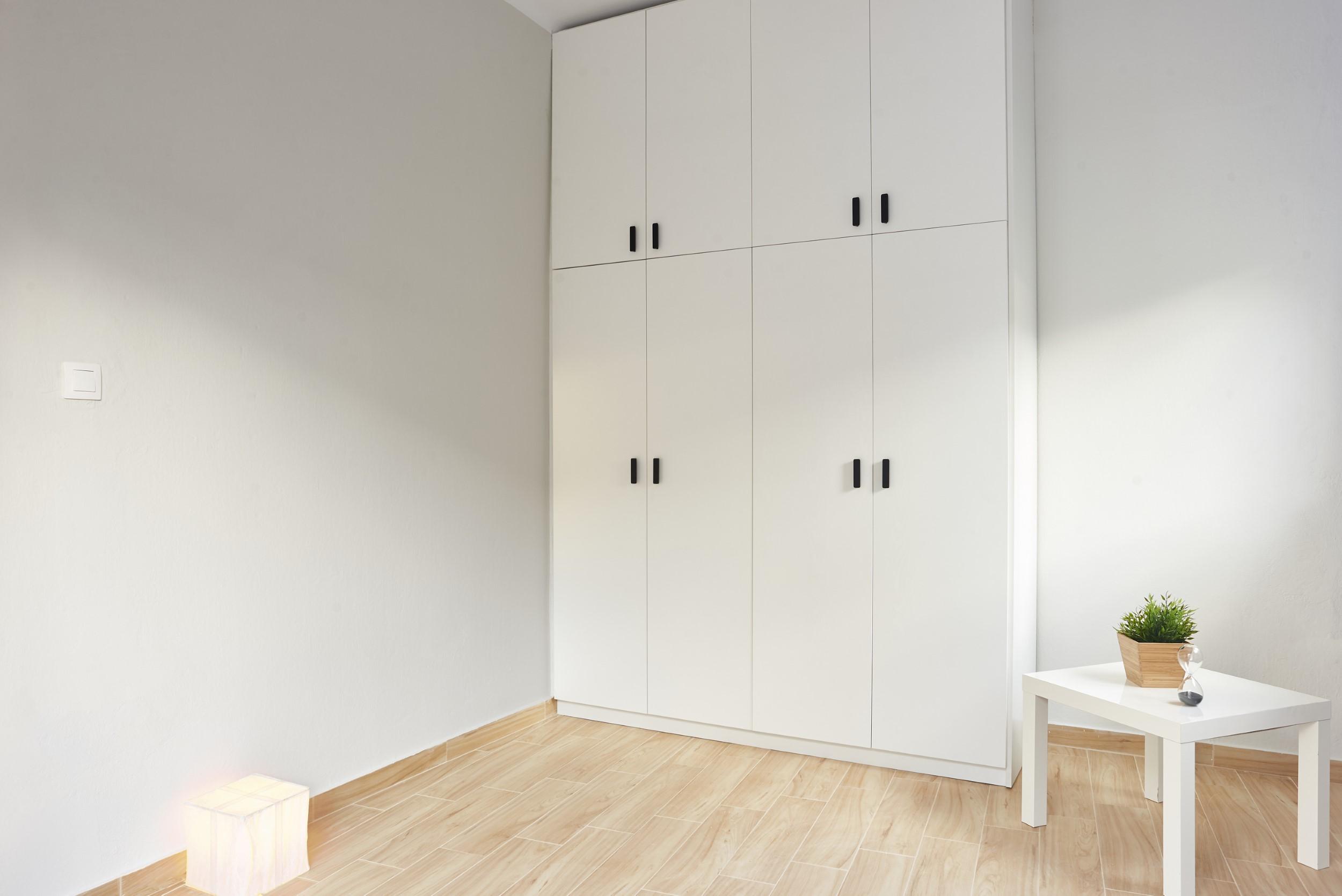 Τετράφυλλη ντουλάπα δωματίου Nikos Simitsoglou C 05 (custom)