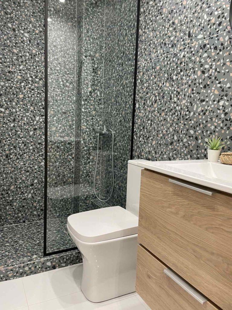 Bathroom_Dragoumi